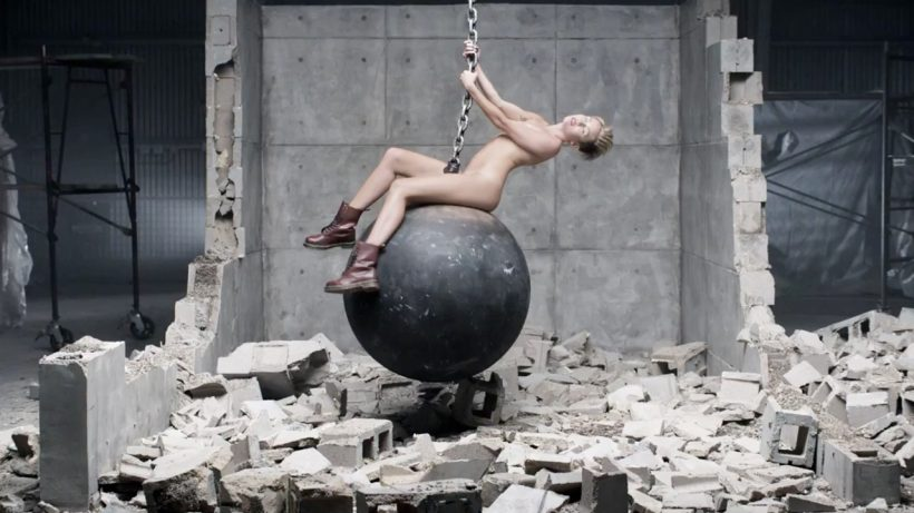 Miley-Naked-Wrecking-Ball